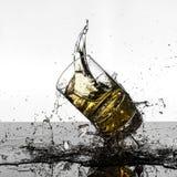 Colpo ad alta velocità spettacolare di rottura di Glasees del whiskey Fotografia Stock