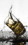 Colpo ad alta velocità spettacolare di rottura di Glasees del whiskey Immagini Stock Libere da Diritti