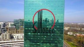 Colpo aereo del grattacielo dell'ufficio con il logo di Sinopec Edificio per uffici moderno Rappresentazione editoriale 3D Immagini Stock