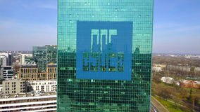 Colpo aereo del grattacielo dell'ufficio con il logo di società di ingegneria di costruzione dello stato della Cina Edificio per  Fotografia Stock Libera da Diritti