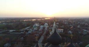Colpo aereo del video tipico della chiesa 4k del russain video d archivio