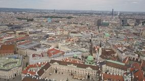 Colpo aereo dell'orizzonte della citt? di Vienna Vista aerea di Vienna Cattedrali e citt? di paesaggio urbano di Vienna, Austria stock footage