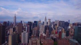 Colpo aereo di stupore 4k del tempo del centro di giorno dei grattacieli di New York NYC di mattina video d archivio