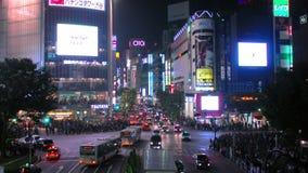 Colpo al rallentatore dell'incrocio di strada principale di Shibuya stock footage