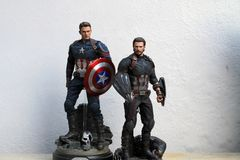 Colpo alto vicino della figura di superheros di capitano America Infinity War nel combattimento di azione immagini stock libere da diritti