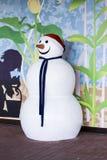 Colpo anteriore della figura bianca e grassa del pupazzo di neve Fotografie Stock