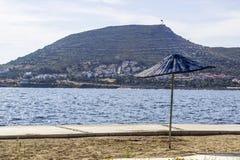 Colpo anteriore di ombreggiatura del sole sulla linea costiera ad estate Immagine Stock Libera da Diritti