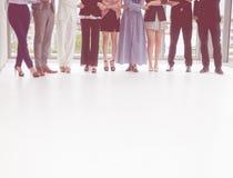 Colpo basso dei diversi di affari del gruppo della stretta di mano piedi insieme Immagine Stock