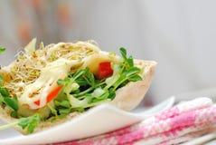 Colpo basso del panino sano dell'insalata Immagini Stock