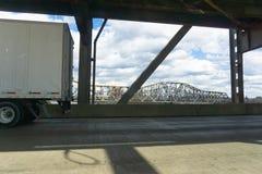 Colpo d'acciaio della strada principale del ponte di Cincinnati di viaggio stradale fotografie stock libere da diritti