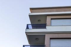Colpo d'angolo orizzontale di alloggio di massa moderno nella città alla Turchia Immagini Stock Libere da Diritti