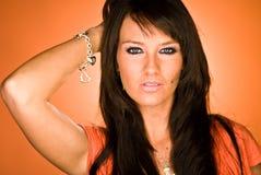 Colpo dai capelli scuro sexy della testa della donna del modello di modo Fotografie Stock Libere da Diritti