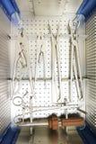 Colpo del dettaglio degli strumenti steralized della chirurgia Fotografie Stock Libere da Diritti