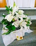 Colpo del fiore & della candela usati per un funerale immagini stock