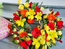 Colpo del fiore & della candela usati per un funerale fotografia stock