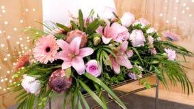Colpo del fiore & della candela usati per un funerale fotografie stock libere da diritti