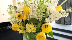 Colpo del fiore e della candela usati per un funerale fotografia stock libera da diritti