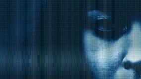 Colpo del primo piano dell'occhio femminile con effetto della TV archivi video