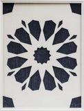 Colpo del primo piano del modello tradizionale su in bianco e nero della superficie di metallo colorato illustrazione vettoriale
