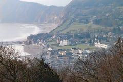 Colpo del teleobiettivo di Sidmouth dalla cima della collina di Salcombe fotografia stock libera da diritti