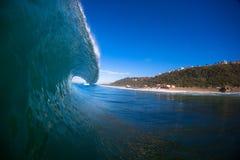 Colpo dell'acqua di lancio dell'orlo dell'onda Fotografie Stock Libere da Diritti