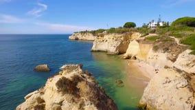 Colpo dell'antenna di Algarve della linea costiera video d archivio