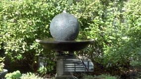 Colpo della statua di culto & della decorazione per un funerale stock footage
