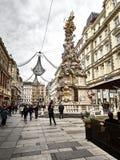 Colpo della via di Graben e della statua di Pestsäule della salciccia fotografie stock libere da diritti