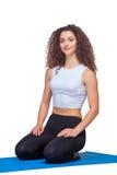 Colpo dello studio di giovane donna di misura dopo yoga Immagini Stock