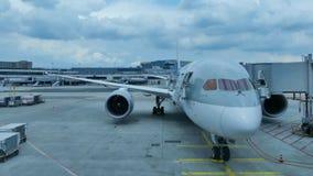 Colpo di cottura dell'aeroporto di Francoforte degli aerei video d archivio