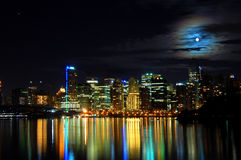 Colpo di notte dell'orizzonte della città Fotografie Stock Libere da Diritti
