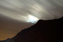 Colpo di notte della traccia delle nubi Immagine Stock