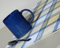 Colpo di tazza ad angolo fotografie stock