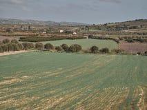 Colpo di un paesaggio rurale in un giorno soleggiato immagine stock