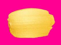 Colpo dorato della spazzola di vettore Macchia della pittura di struttura dell'acquerello isolata sul rosa Fondo dipinto a mano a Fotografia Stock