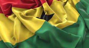 Colpo macro meravigliosamente d'ondeggiamento del primo piano increspato bandiera del Ghana immagine stock libera da diritti