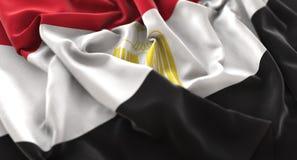 Colpo macro meravigliosamente d'ondeggiamento del primo piano increspato bandiera dell'Egitto fotografia stock