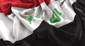 Colpo macro meravigliosamente d'ondeggiamento del primo piano increspato bandiera dell'Irak immagine stock libera da diritti