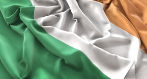 Colpo macro meravigliosamente d'ondeggiamento del primo piano increspato bandiera dell'Irlanda fotografie stock libere da diritti
