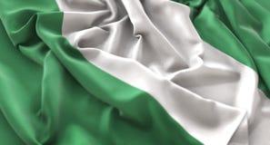 Colpo macro meravigliosamente d'ondeggiamento del primo piano increspato bandiera della Nigeria immagine stock libera da diritti