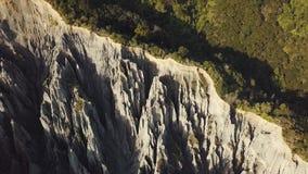 Colpo rivelante aereo, menagrami dei culmini della Nuova Zelanda Putangirua video d archivio