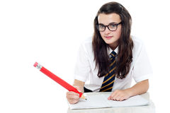 Colpo a schiocco giovane della scolara calma e relaxed Fotografia Stock