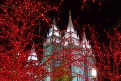 Colpo stretto di Angel Moroni Atop Temple al Natale a Salt Lake City Fotografia Stock
