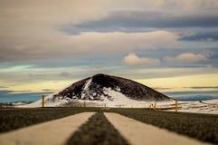 Colpo a terra sulla strada principale islandese fotografia stock libera da diritti