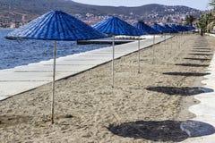 Colpo variopinto di prospettiva di ombreggiatura del sole sulla linea costiera ad estate Fotografia Stock Libera da Diritti