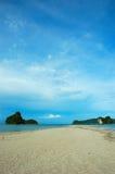 Colpo verticale della spiaggia, spiaggia di Ao Nang, Krabi, Tailandia Fotografia Stock Libera da Diritti