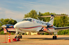 Colporteur Beechcraft dans le parking Image libre de droits