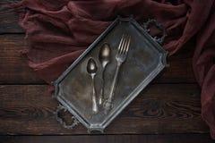 Coltelleria d'annata della cucina - cucchiai e forchetta su fondo di legno Immagini Stock Libere da Diritti