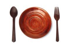 Coltelleria di legno con il piatto sull'isolato Immagini Stock