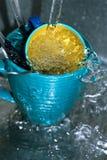 Coltelleria e tazze di lavaggio Immagini Stock